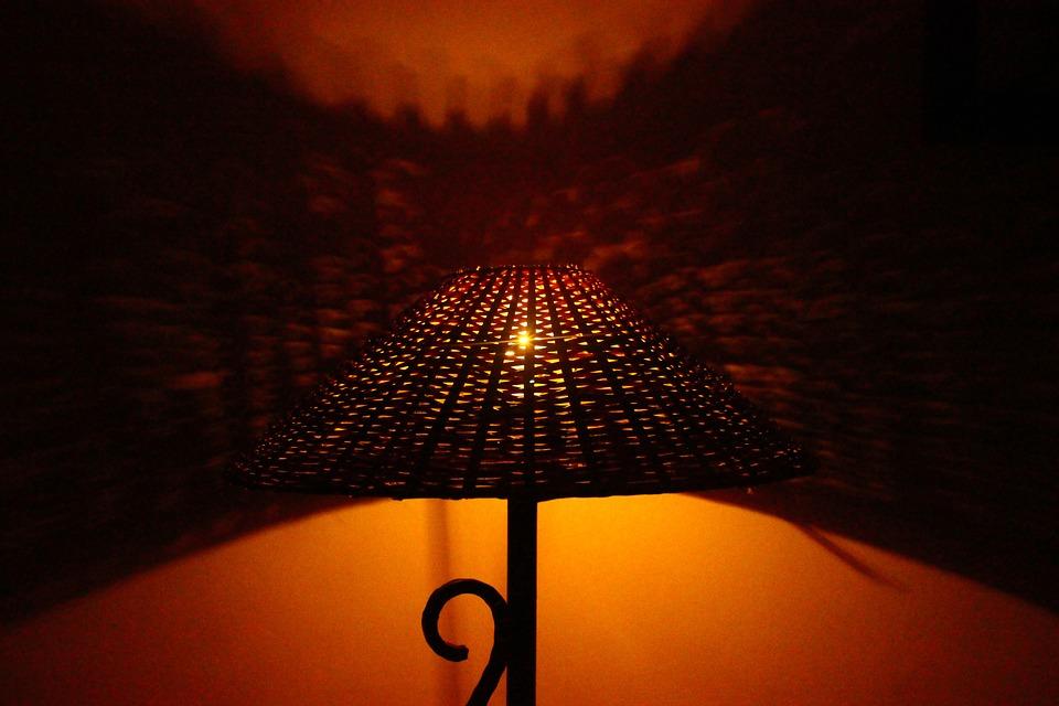 bedside-lamp-390873_960_720