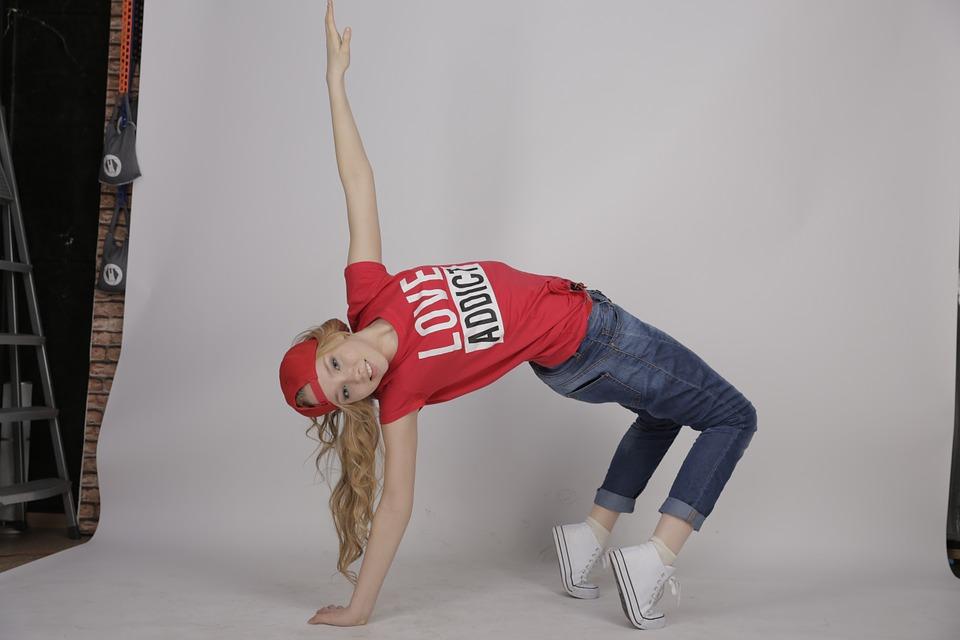 dancing-882940_960_720