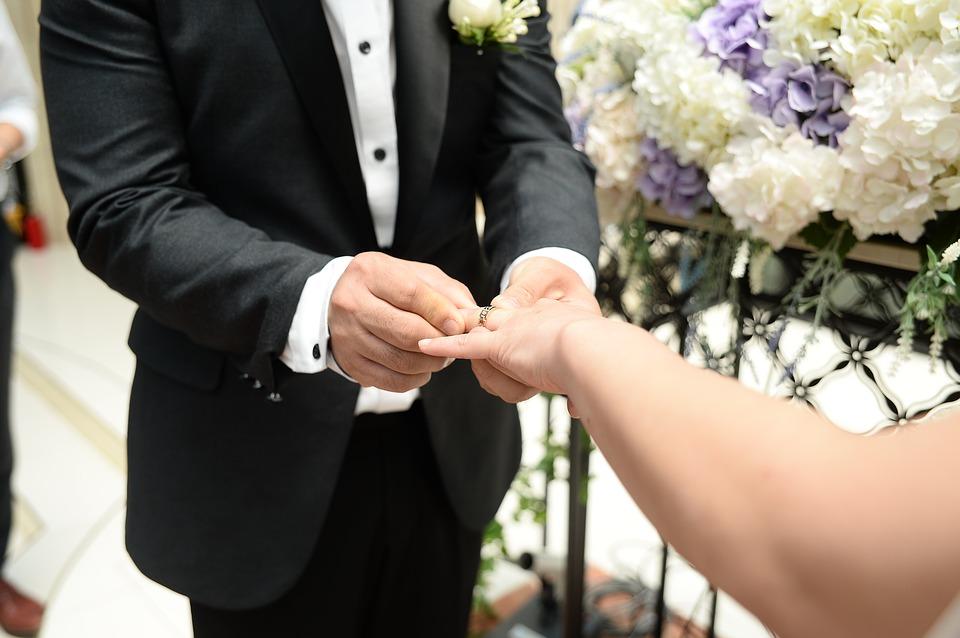 wedding-2436849_960_720