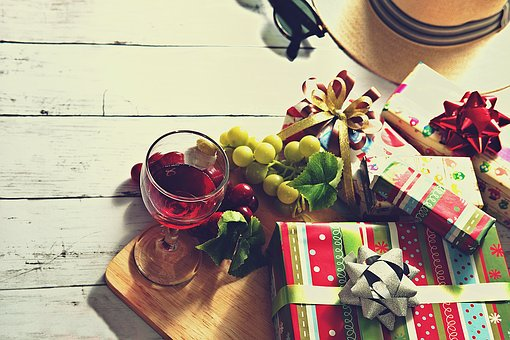 gift-2870161__340
