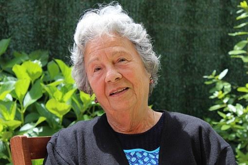 grandmother-506341__340