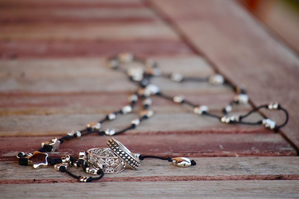 jewelry-2138282_960_720