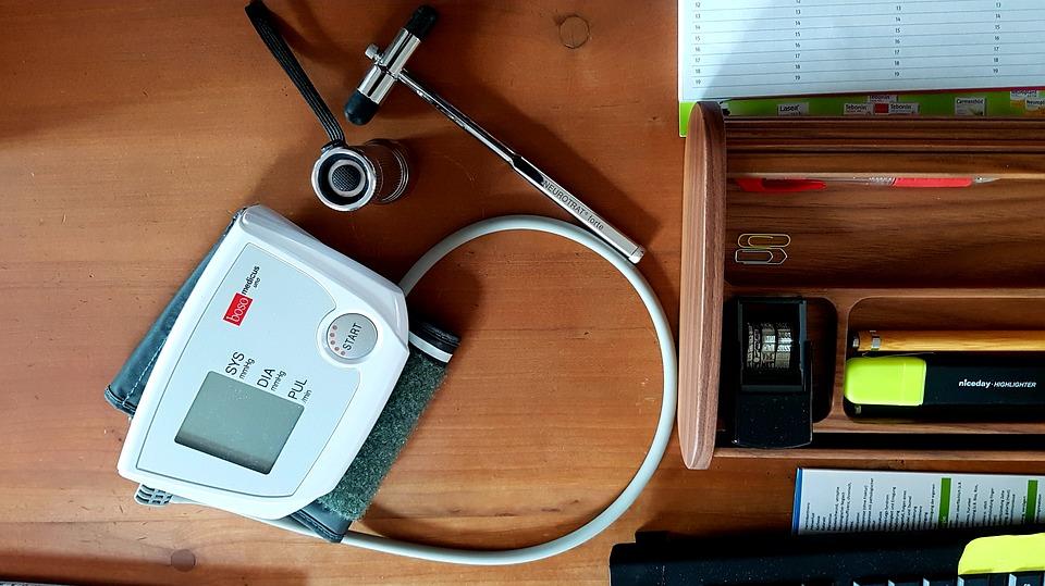 blood-pressure-monitor-4009743_960_720