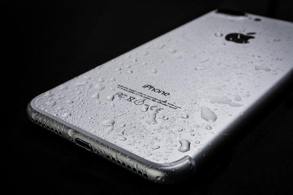 wet-smartphone-3369007_960_720