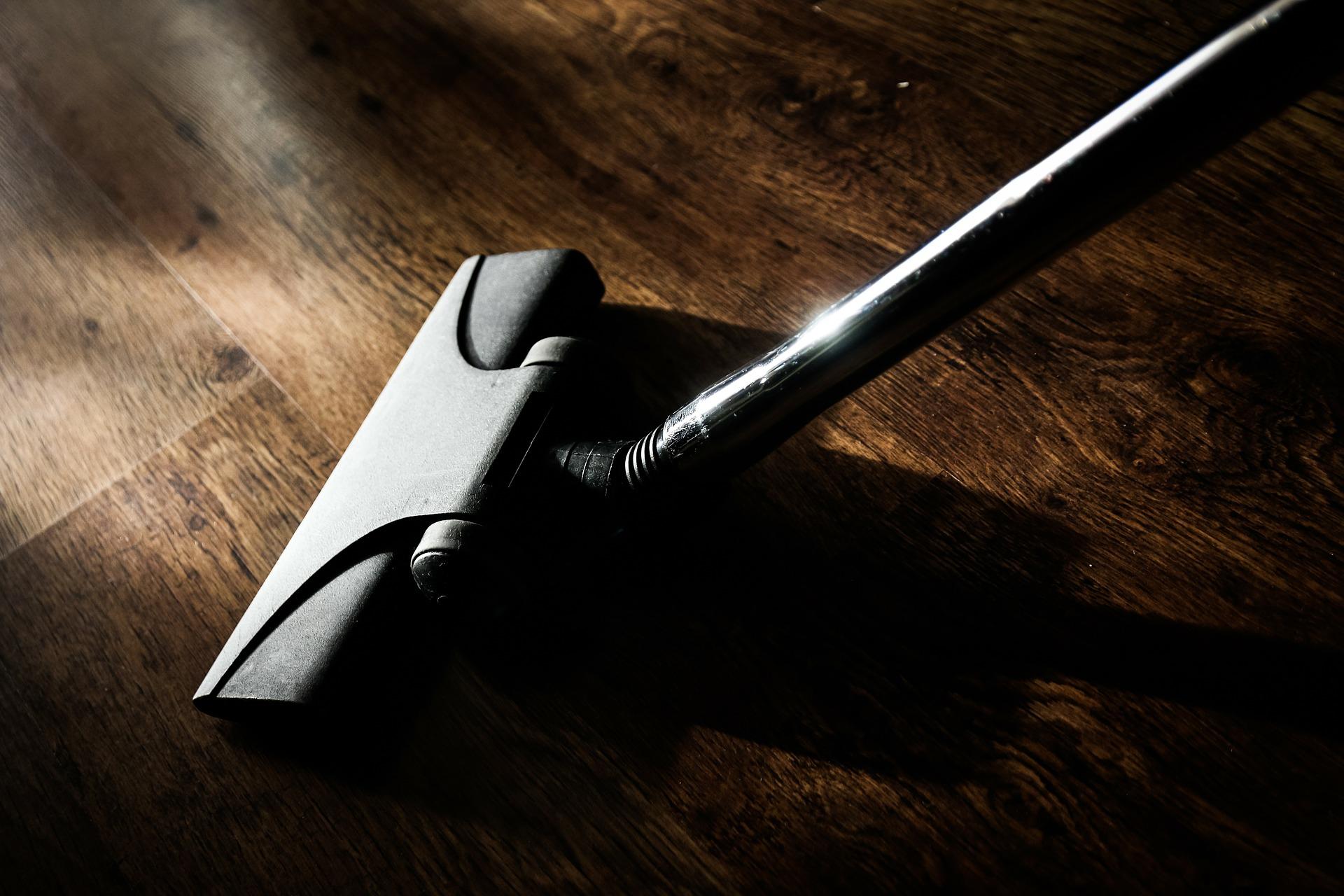 vacuum-cleaner-268161_1920 (1)